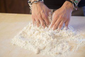 Preparazione dei pici - Ricette tipiche cortonesi | Cortonaweb