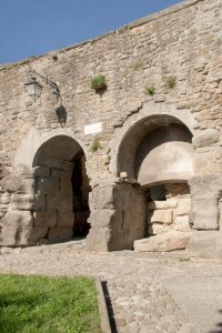 Porta Bifora, particolare